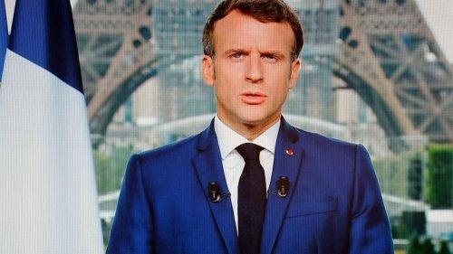"""VRAI OU FAKE. Emmanuel Macron a-t-il raison d'affirmer qu'il est possible de """"mieux gagner sa vie"""" en restant chez soi plutôt qu'en travaillant ?"""