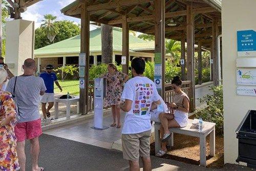 Le village vacances de Sainte-Anne (Martinique) se vide de ses derniers clients, en raison du confinement - Martinique la 1ère