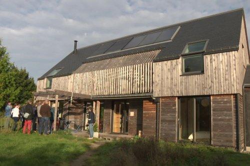 """A Ploemel, Benoît a construit sa maison bioclimatique. """"Ma facture d'énergie, c'est 350€ par an"""""""