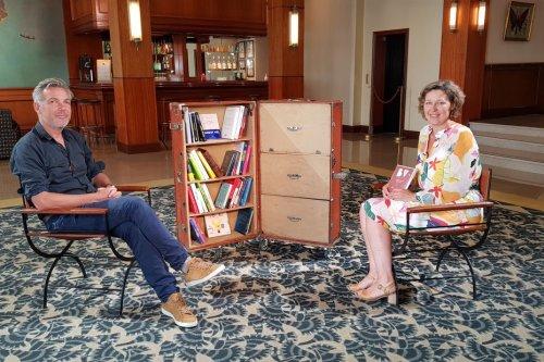 """Bibliothèque vagabonde avec Tanguy Viel: """"J'ai besoin que mes livres soient en prise avec la société""""."""