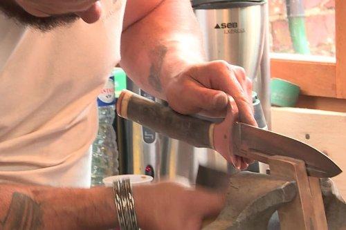 Près de Dieppe, la transmission du métier de coutelier est assurée