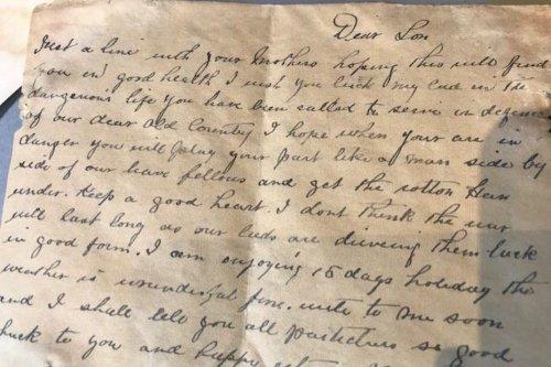 Nœux-les-Mines : des lettres d'un poilu anglais récupérées sous le parquet d'un appartement, ils retrouvent son identité