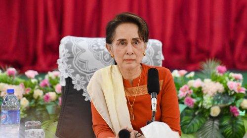 En Birmanie, Aung San Suu Kyi condamnée au silence