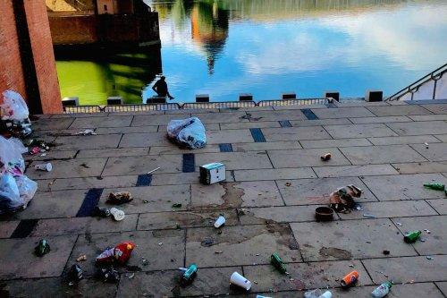 """""""Laisse pas ta place dégueulasse"""" : la ville de Toulouse hausse le ton face aux déchets abandonnés"""
