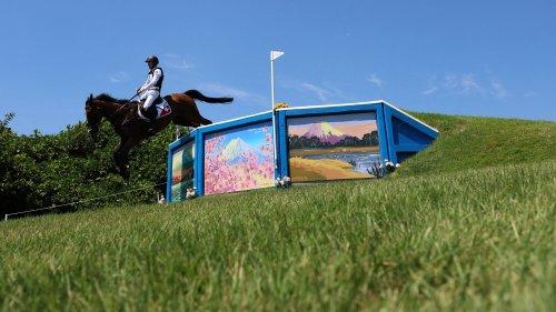 JO 2021 : pourquoi le cheval Jet Set de l'équipe suisse a dû être euthanasié après une chute lors du cross