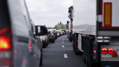 """Ile-de-France : l'A13 toujours coupée entre Paris et St-Cloud, pour une """"durée indéterminée"""""""