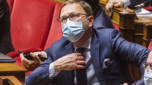 """Pass sanitaire : """"Même quand vous êtes dans la majorité, vous devez contrôler le gouvernement"""", se justifie le chef de file du MoDem à l'Assemblée"""