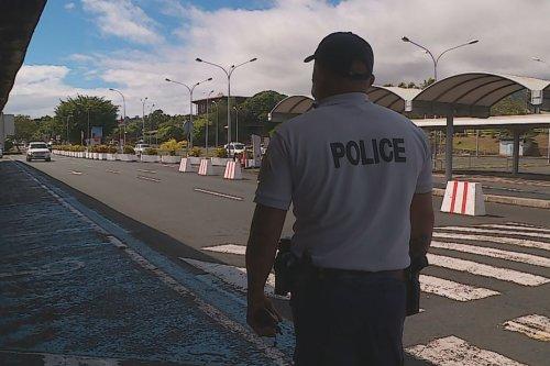 Visite du Président Macron : une arrivée à l'aéroport sous haute protection - Polynésie la 1ère