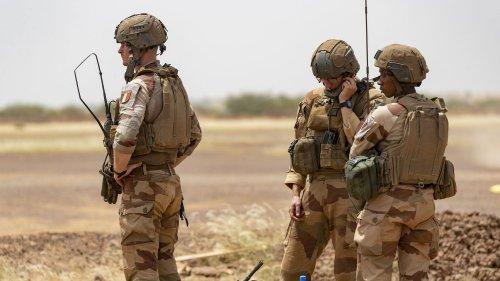 """Mort d'un soldat au Mali : """"Le métier que font nos soldats sur le terrain est particulièrement dangereux malgré toutes les précautions qui sont prises"""", assure le général Dominique Trinquand"""