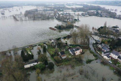 Risques d'inondations : exercice de surveillance des digues du Val de Tours, sur la Loire et le Cher