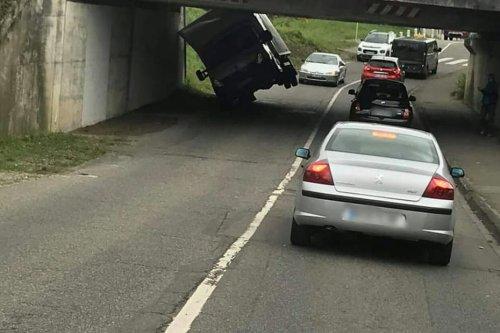 Mulhouse : le pont de la Fonderie, trop de véhicules s'y encastrent, tout le monde en parle
