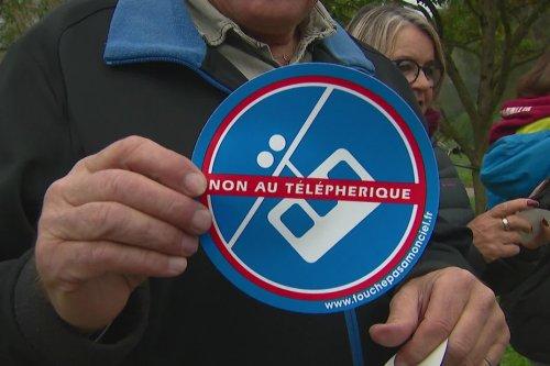 """""""On va bousiller notre environnement"""" : ces riverains ne veulent pas du téléphérique dans l'ouest lyonnais"""