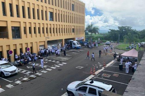 Pass sanitaire et obligation vaccinale : l'intersyndicale du CHUM lance un appel à la grève générale dans un climat tendu - Martinique la 1ère