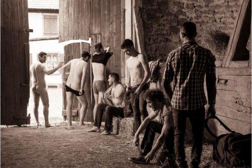 Alsace : les jeunes agriculteurs du canton de Wasselonne posent nus dans un calendrier pour promouvoir leurs métiers