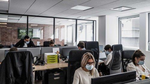 """Travail en présentiel : avec la fin du télétravail, les entreprises cherchent à retrouver """"l'esprit d'équipe"""""""