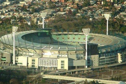 Australie : un cas de Covid-19 dépisté dans un stade à Melbourne, des milliers de spectateurs testés - Nouvelle-Calédonie la 1ère