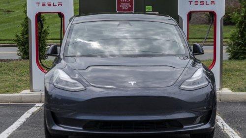 Le constructeur automobile Tesla valorisé à 1 000 milliards de dollars