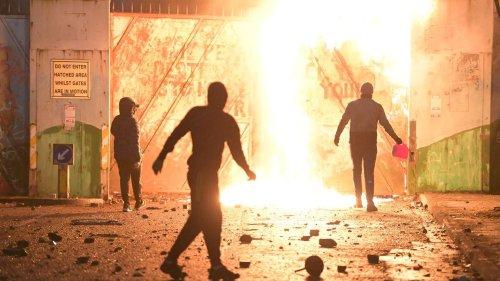 """TEMOIGNAGES. En Irlande du Nord, le Brexit fait """"ressurgir les souvenirs"""" du conflit entre catholiques et protestants"""
