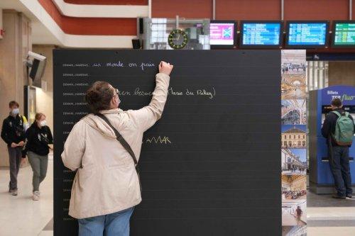Mulhouse : un mur d'expression dans le hall de la gare donne la parole aux voyageurs