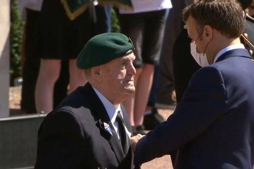 Leon Gautier, le dernier survivant français du Débarquement, a été décoré par Emmanuel Macron