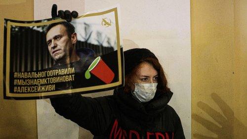 """""""Les gens attendent son retour"""" : les partisans d'Alexeï Navalny déterminés à l'accueillir à Moscou"""