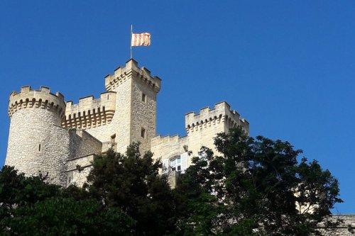 Le maire de la Barben ferme deux jardins du château de Rocher Mistral