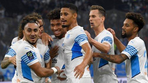 Ligue 1 : Marseille domine facilement Lorient et rend un ultime hommage à Bernard Tapie au Vélodrome