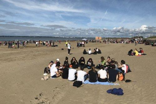 Rentrée scolaire : le lycée Sainte-Anne de Saint-Nazaire emmène ses 800 élèves et profs à la plage pour une journée