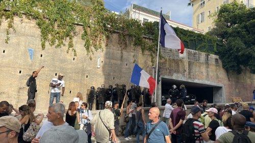 Nice : des manifestants anti-pass sanitaire ont tenté d'approcher le domicile de Christian Estrosi