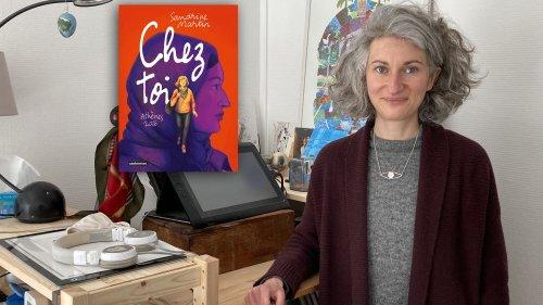 """""""Je joue sur l'identité et sur l'identique"""" : avec sa BD """"Chez toi"""", Sandrine Martin raconte le destin croisé d'une réfugiée syrienne enceinte et d'une sage-femme grecque"""