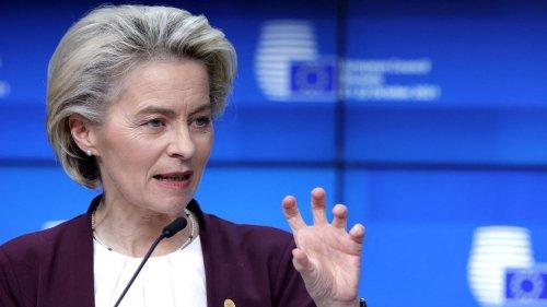 """Migrants : l'UE ne financera pas """"de barbelés et de murs"""", assure la présidente de la Commission européenne"""