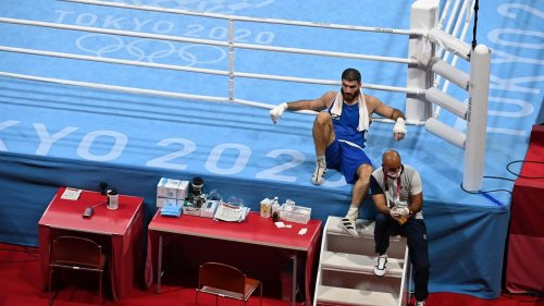"""VIDEO. JO 2021 - Boxe : """"Ils ont reconnu leur erreur mais ne peuvent rien changer, c'est un scandale"""", dénonce Mourad Aliev après sa défaite contestée"""