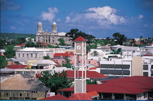 À Antigua-et-Barbuda le vaccin contre la Covid-19 est obligatoire - Martinique la 1ère