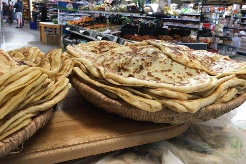 Au deuxième jour du Ramadan, la pandémie s'invite à la fête : ambiance dans un supermarché oriental de Toulouse