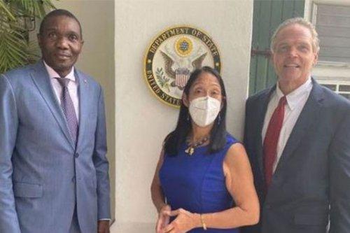 Choqué par l'expulsion inhumaine des migrants haïtiens, l'envoyé spécial des États-Unis en Haïti, Daniel Foote, donne sa démission - Martinique la 1ère