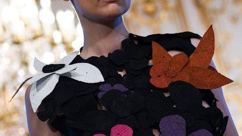 Paris renoue avec le présentiel : Balenciaga et Jean Paul Gaultier en tête d'affiche d'une semaine haute couture riche de 33 maisons