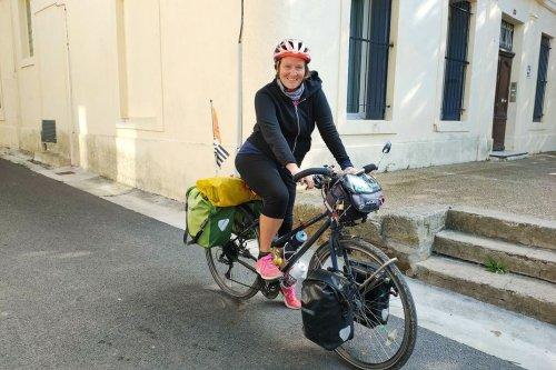 Toulouse : elle lance une course virtuelle pour Octobre rose en parallèle de son tour d'Europe à vélo