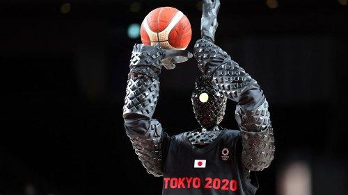 JO 2021 : mais quel est ce robot terrifiant qui enchaînait les paniers de basket à la mi-temps de France-Etats-Unis ?