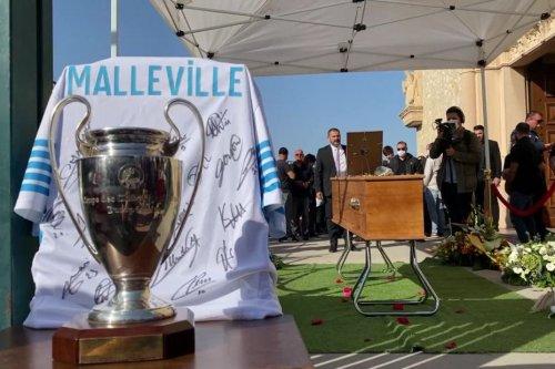 Marseille : des centaines de personnes, dont des représentants de l'OM réunies pour un dernier adieu à René Malleville
