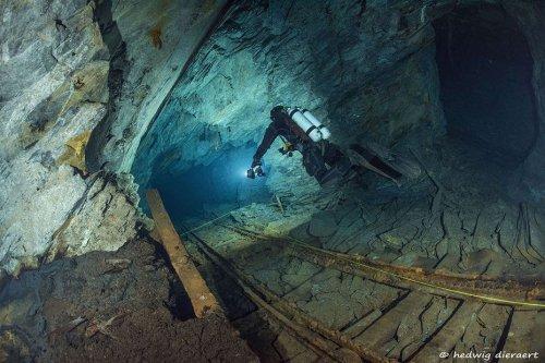 """Insolite. Ardennes : une plongée subaquatique """"hors du temps"""" dans les ardoisières de Rimogne"""