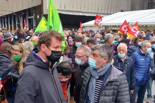 """""""Inacceptable"""" ! L'eurodéputé EELV Yannick Jadot avec les FerroPems pour la manif du 1er mai à la Lechère en Savoie"""