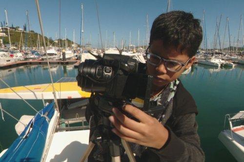 Un jeune de 12 ans crée une chaîne YouTube pour partager sa passion des livres - Nouvelle-Calédonie la 1ère