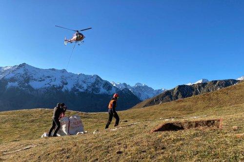 PHOTOS. Dans les Alpes, des chercheurs déplacent des tonnes de terre pour simuler les effets du réchauffement climatique