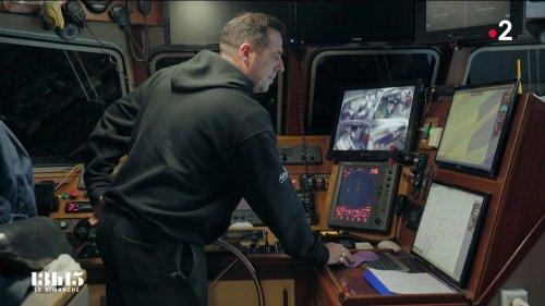 VIDEO. La collaboration entre un patron de pêche, le CROSS et la Marine nationale pour porter secours à des migrants au large de Calais