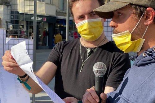 """""""On n'est pas des monstres"""" : soignants et malades mobilisés pour sensibiliser sur les maladies mentales à Caen"""