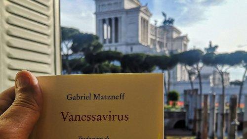 """""""Les livres se lisent, ils ne se brûlent pas"""" : l'éditeur italien de Gabriel Matzneff défend la publication de """"Vanessavirus"""""""