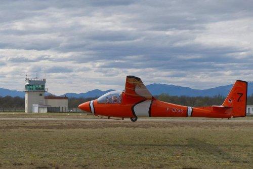 """INSOLITE - Haut-Rhin : le planeur """"Némo"""" reconstruit à partir de deux appareils abîmés, """"une histoire de fous furieux"""""""