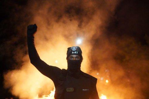 Mob Smashes Through Downtown Portland - Washington Free Beacon