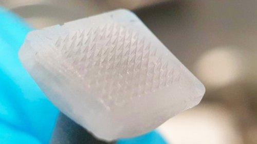 Icy Microneedle Patch Delivers Cell Therapy, Then Melts
