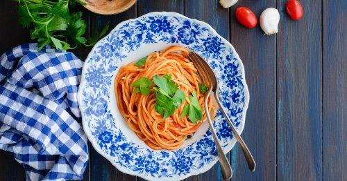 Rezept: So einfach geht Jamie Olivers 3-Minuten-Tomatensoße | freundin.de